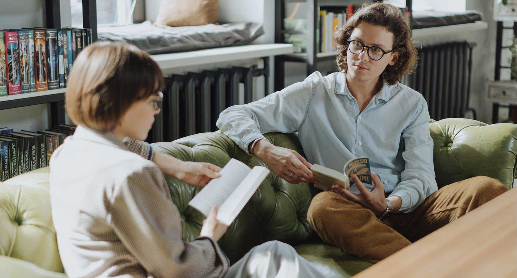 does-she-like-me-girl-and-guy-in-a-bookstore-on-a-couch-Dating-Advice-for-Guys-How-to-Know-if-a-Girl-Likes-You-TheHopeLine