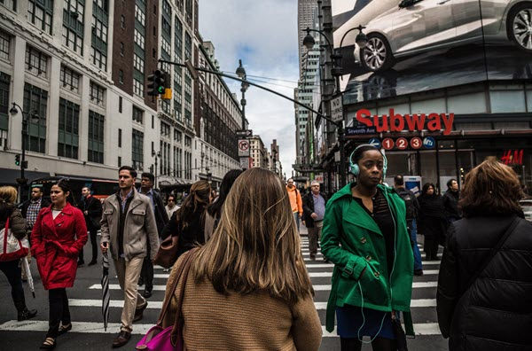 Crowded City Street How to Ease into Life after Quarantine Jumping Back into Society, Slow & Steady TheHopeLine