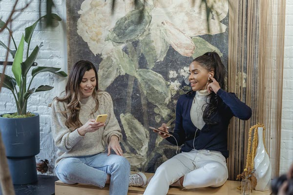 Two women hanging out listening to music How to Be a Friend to Someone You Hated TheHopeLine
