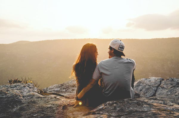 Girl and guy sitting outside How Do You Tell Someone You're Not Ready to Have Sex TheHopeLine